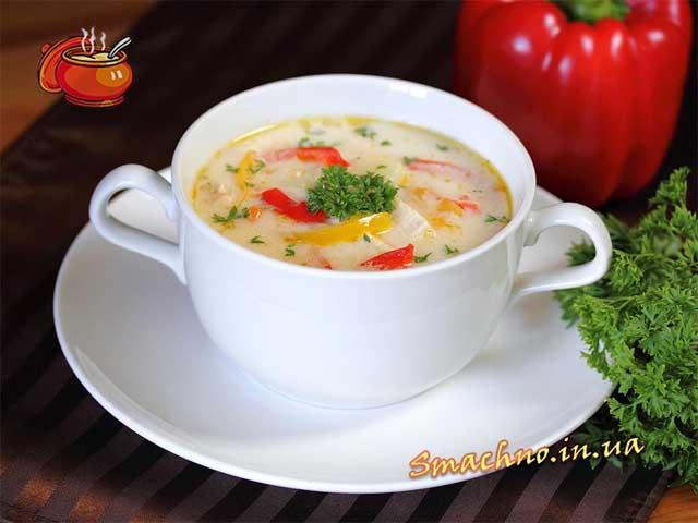 Сырный суп с болгарским перцем и курицей