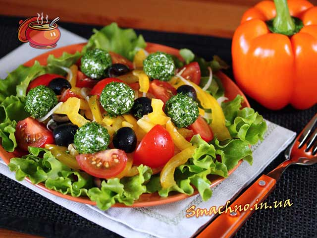 Овощной салат с творожными шариками