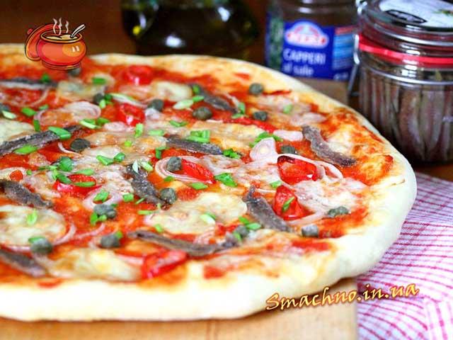 Піца по-неаполітанськи (з анчоусами і каперсами)