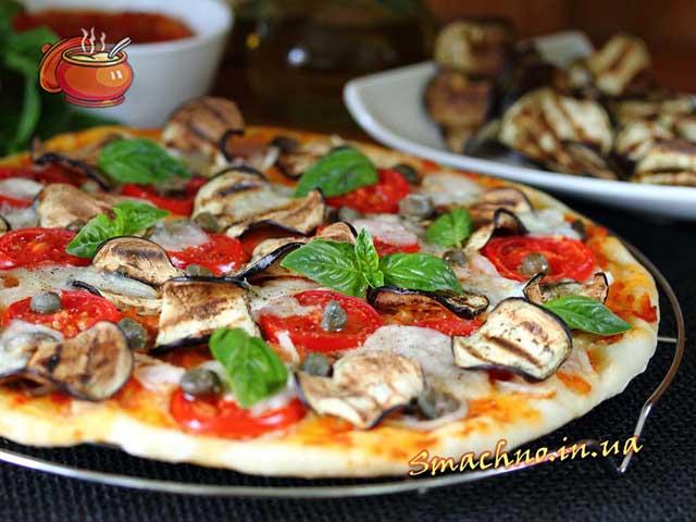 Вегетаріанська піца з баклажанами-гриль і каперсами
