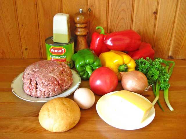 Перець фарширований м'ясом і кукурудзою.