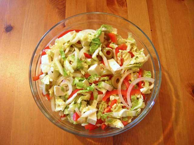 Салат з капусти і болгарського перцю на зиму