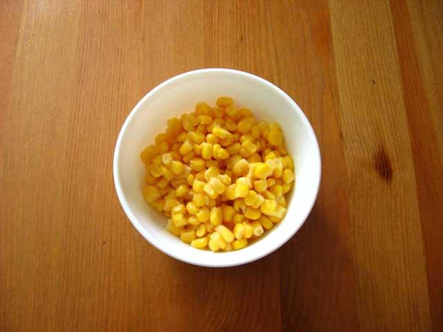 Проціджені зерна кукурудзи.