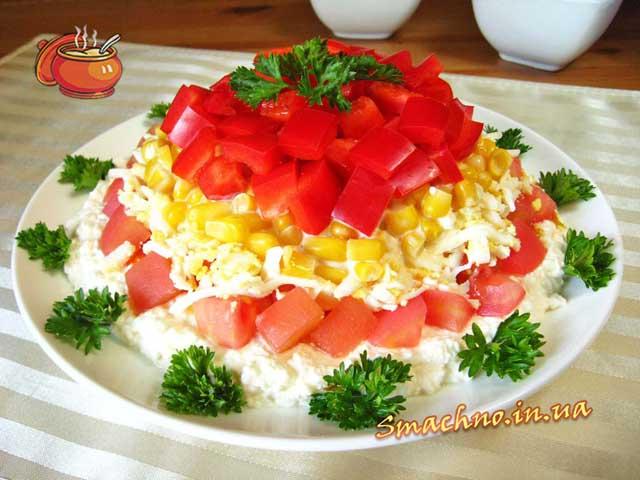 Салат з сиру, кукурудзи і болгарського перцю