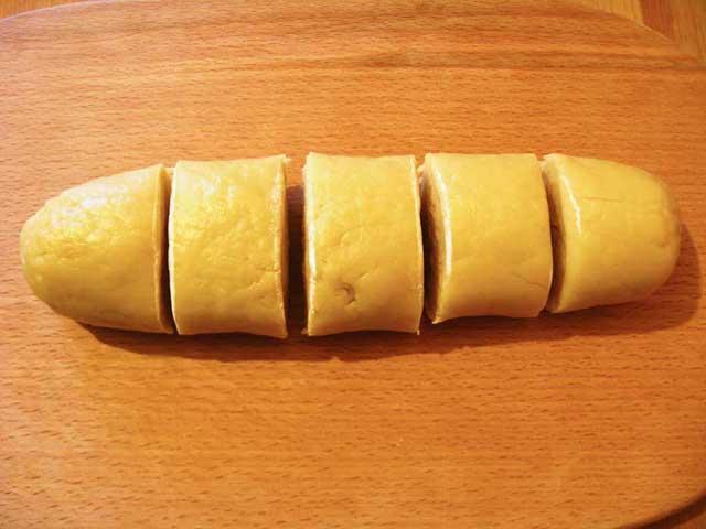 Розділяємо тісто.