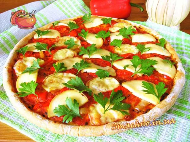 Піца з болгарським перцем і копченим сиром