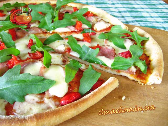 Піца з шинкою та руколою рецепт