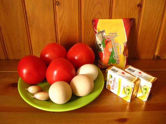 Плавлений сирок з часником на помідорах. Інгредієнти.